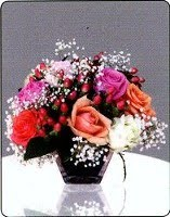 Mix-Roses-in-short-vases-425000